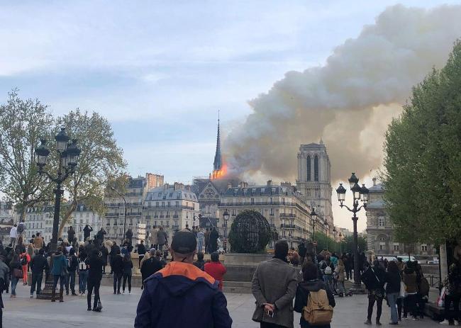 Apple will Finance the Reconstruction of Notre-Dame de Paris