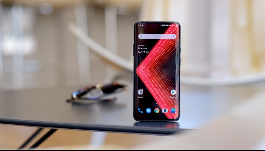 Andriod10-OnePlus-7-Pro-alone-on-table-screen-1200x675